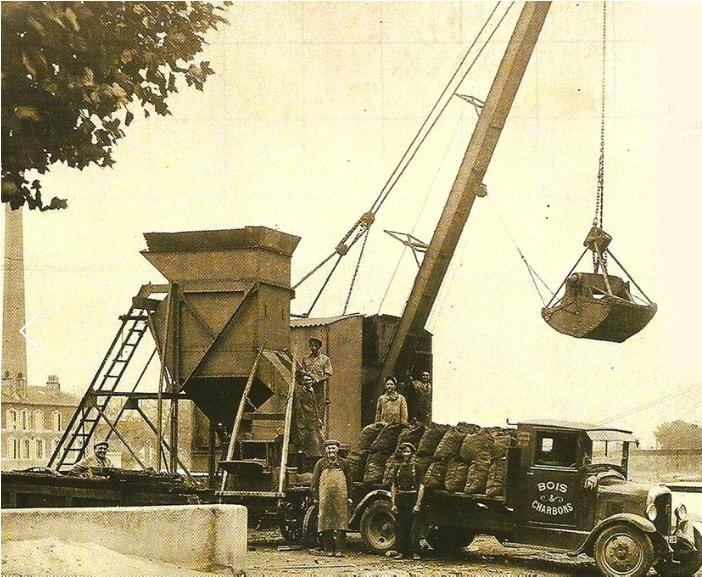 Leverger 1949 camion livraison de bois et charbons