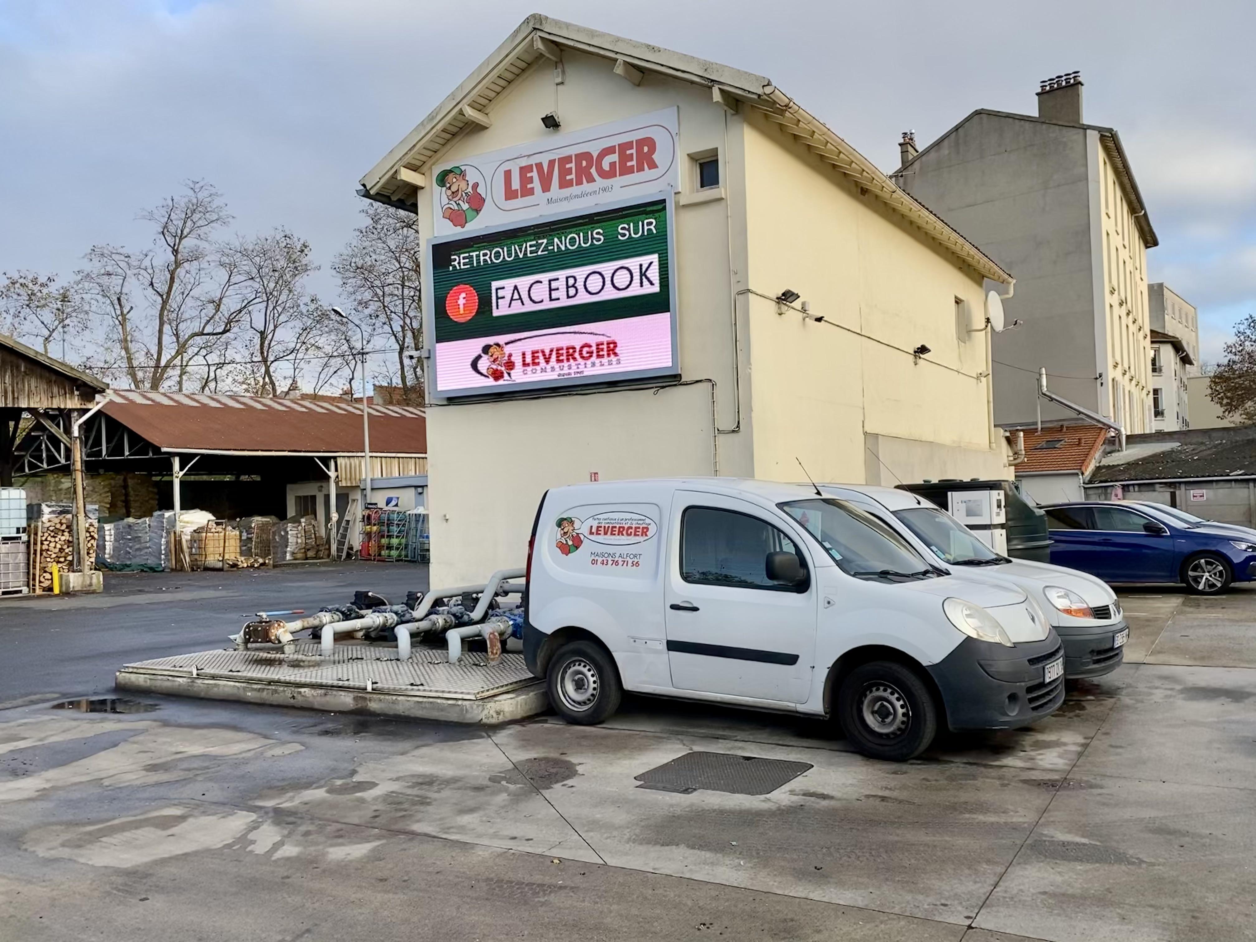 Leverger combustibles avec camion de livraison 75 77 92 93 94 95